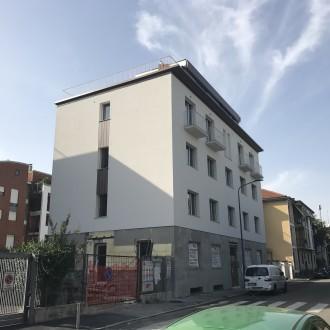 Trilocale via Avancini piano con giardino e taverna Milano